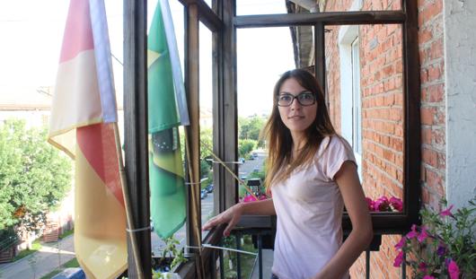 Флаги футбольных сборных на балконе ижевчанки предсказывают исход матчей ЧМ-2014