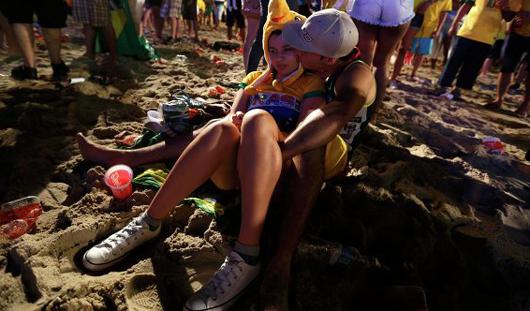 Массовые беспорядки устроили бразильцы после поражения в 1/2 финала ЧМ-2014