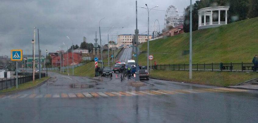 Улицу Милиционную в Ижевске перекрыли из-за ДТП