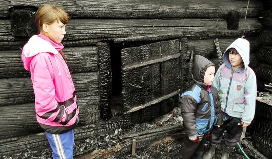 Ижевчане помогают деньгами семье девочки из Удмуртии, спасшей брата и сестру из огня