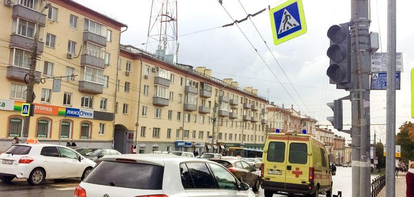 В Ижевске до 2 октября завершат установку светофора на перекрестке улиц Пушкинская и Лихвинцева