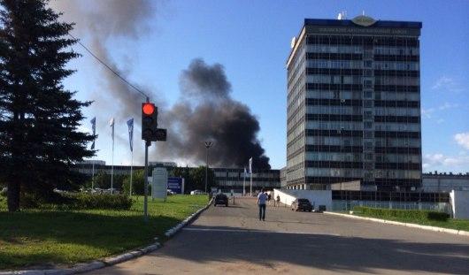 В Ижевске загорелось здание возле завода «Ижавто»