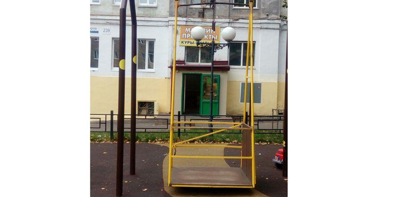 В Ижевске на улице Коммунаров рушится площадка для детей-инвалидов