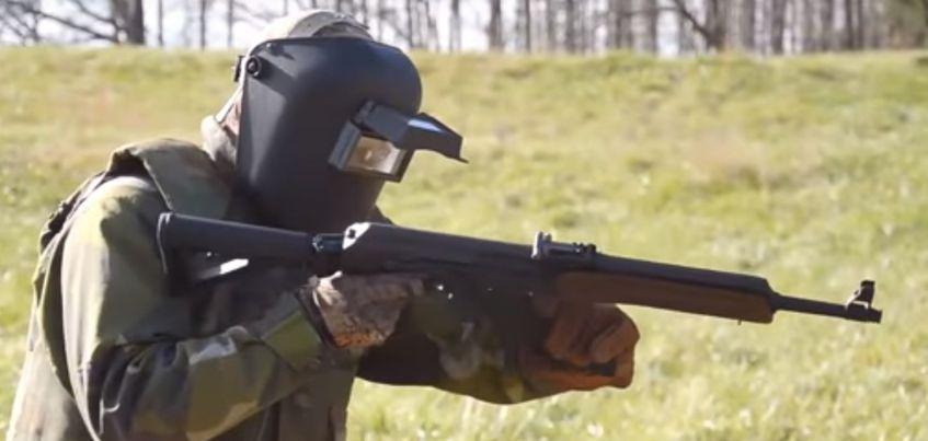 Видео: Американский блогер испытал на прочность ижевский автомат Калашникова