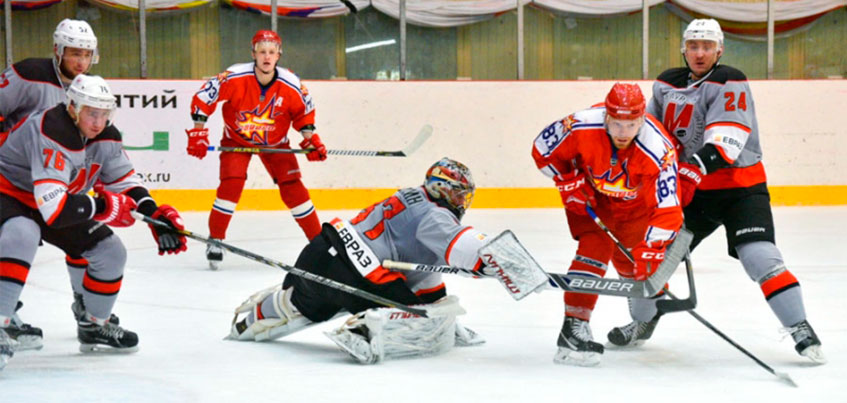 «Ижсталь» уступила на своем льду «Металлургу» из Новокузнецка