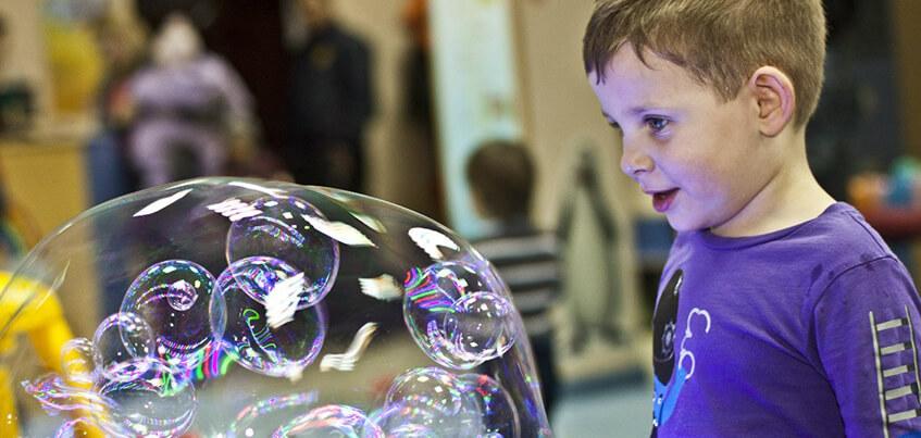 Концерт Лободы, Хэллоуин с «Оно» и шоу мыльных пузырей: чем заняться в Ижевске с 27 октября