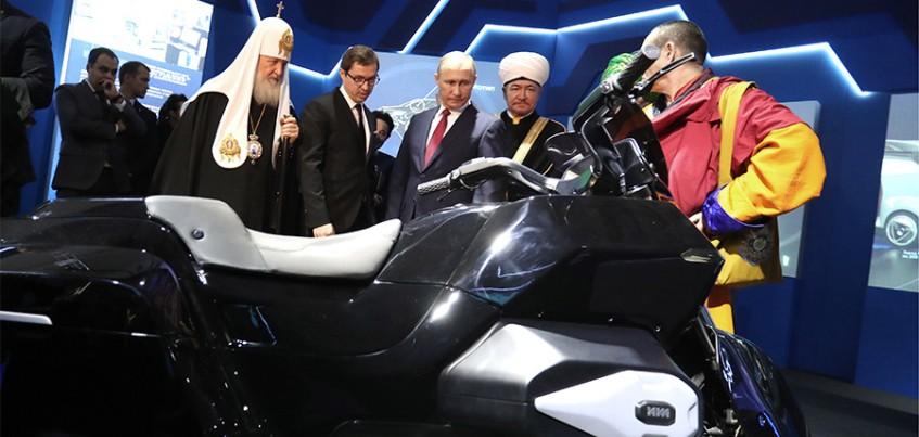 Концерн «Калашников» представил президенту образец нового тяжелого мотоцикла «Иж»
