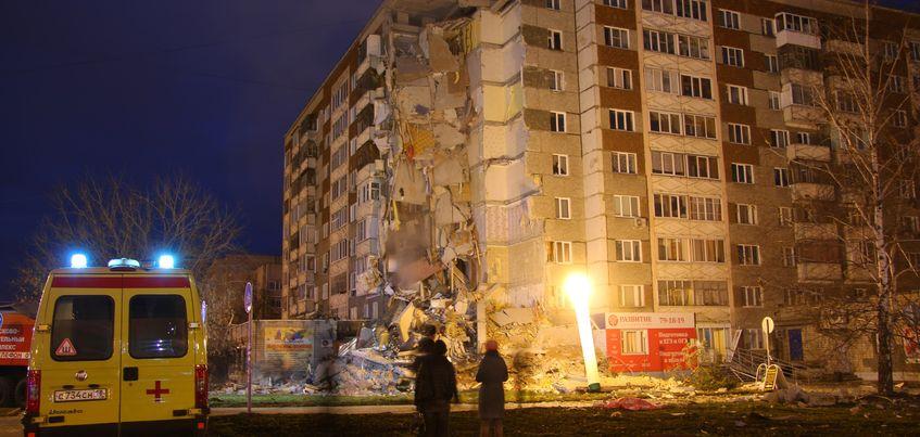 Пострадавших при обрушении дома на Удмуртской в Ижевске эвакуируют в две школы