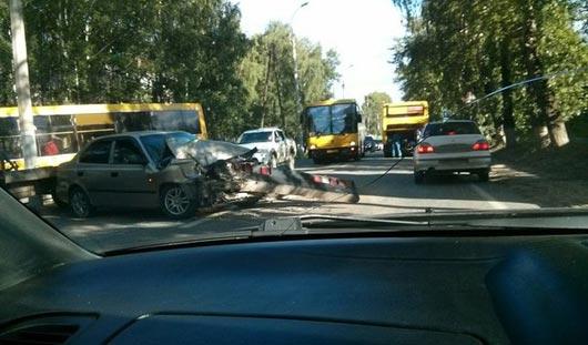 В Ижевске столкнулись два автобуса и легковушка