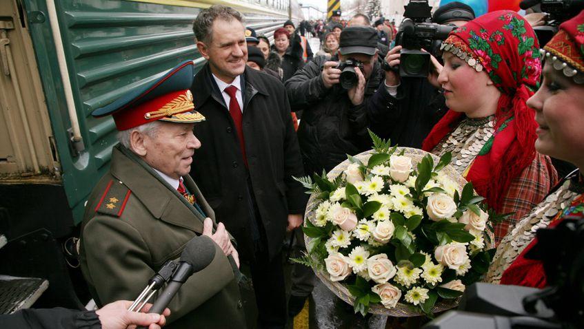 Легендарному конструктору из Ижевска Михаилу Калашникову 10 ноября исполнилось бы 98 лет