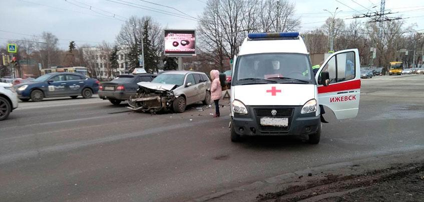 ГИБДД ищет очевидцев ДТП со «скорой» в Ижевске