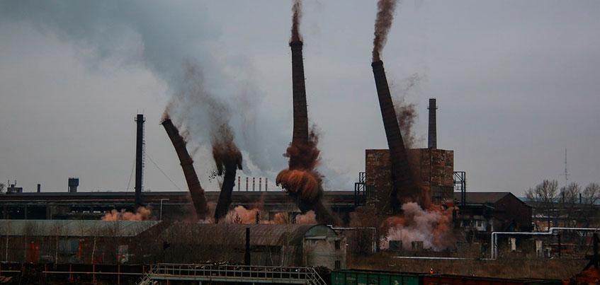Видео: как в Ижевске взрывали трубы на заводе «Ижсталь»