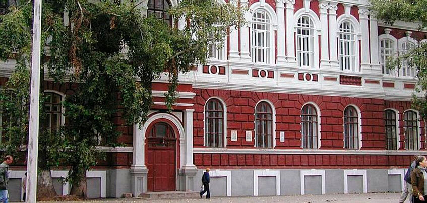 Один из корпусов Глазовского пединститута могут передать церкви
