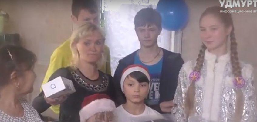 Главный Дед Мороз России подарил многодетной семье из Ижевска печь