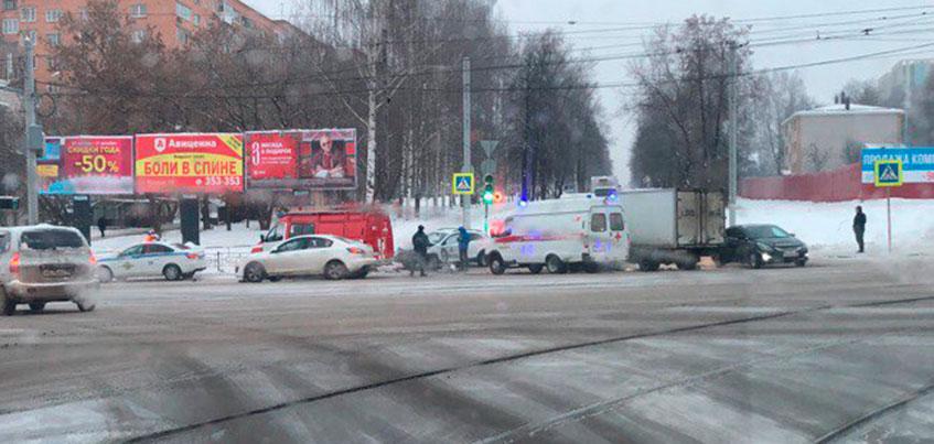21-летняя девушка пострадала в ДТП на перекрестке Карла Маркса и Кирова в Ижевске