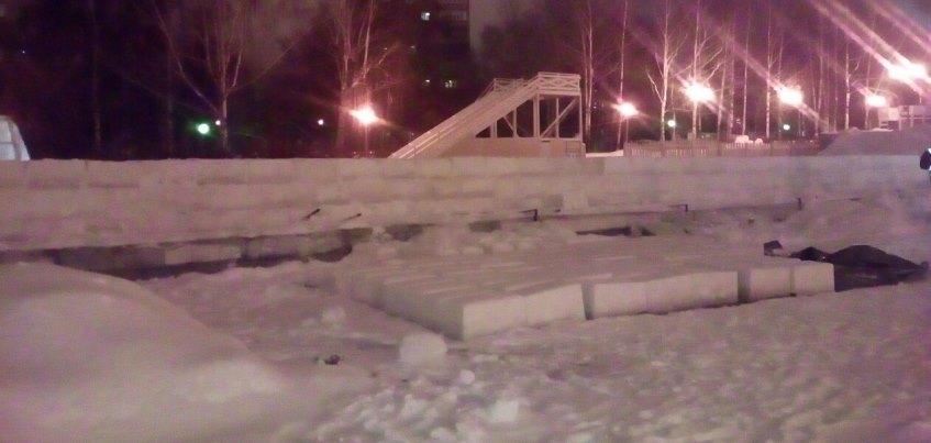 Фотофакт: На Центральной площади Ижевска начали строить ледовый городок