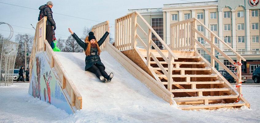 Фоторепортаж: в Ижевске строят ледовые городки на Центральной площади