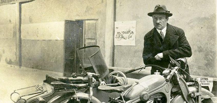 В Ижевске презентуют макет памятника первому конструктору мотоцикла «ИЖ» Петру Можарову