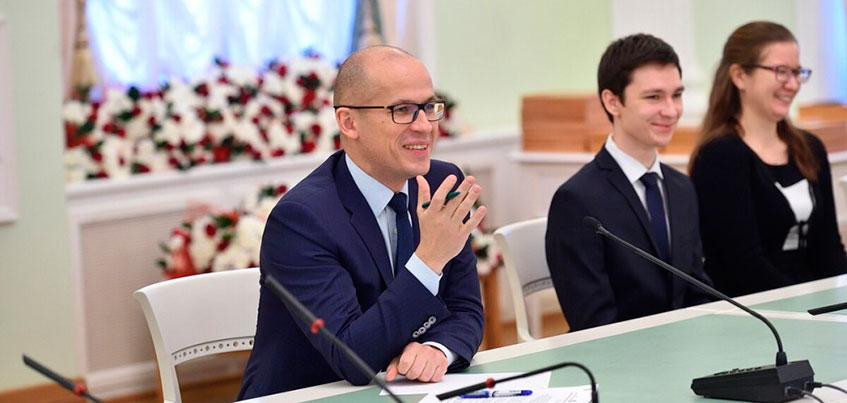 Глава Удмуртии вручил именные стипендии студентам и аспирантам республиканских вузов