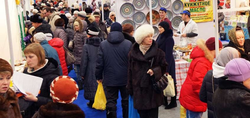 Угощения для праздничного стола и оригинальные подарки жители Удмуртии выбирают на Новогодней ярмарке