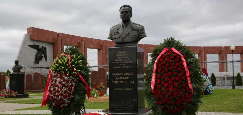 Четыре года со дня смерти Михаила Калашникова:  как в Ижевске почтили память легендарного оружейника?