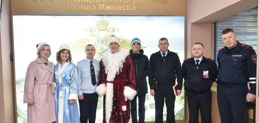 Глава Удмуртии Александр Бречалов  поработал Дедом Морозом в новогоднюю ночь