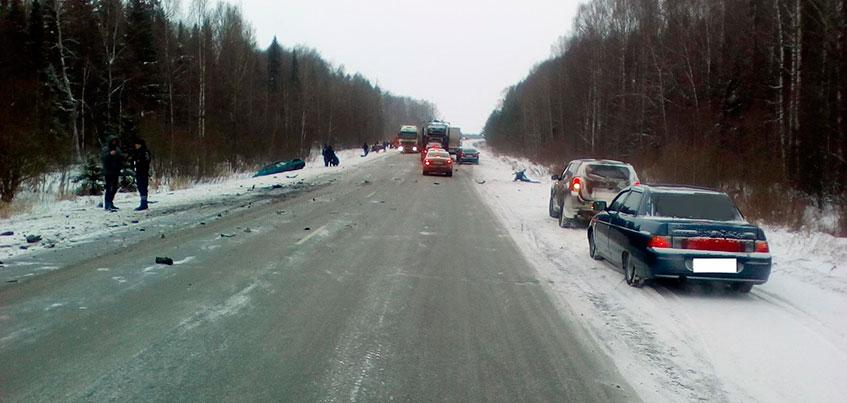 Семь человек пострадали в ДТП с тремя автомобилями в Можгинском районе Удмуртии