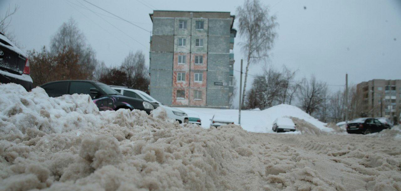 Перезимуем: ижевчане негодуют из-за нечищеных парковок