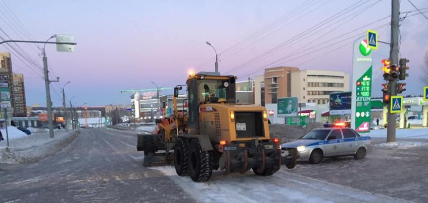 В Ижевске из-за порыва закрыли движение на перекрестке улиц Холмогорова и Пушкинской
