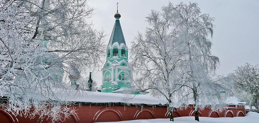 Очереди в школу в «Столичном» и мнения экспертов о «Сказбурге»: о чем говорит Ижевск этим утром?