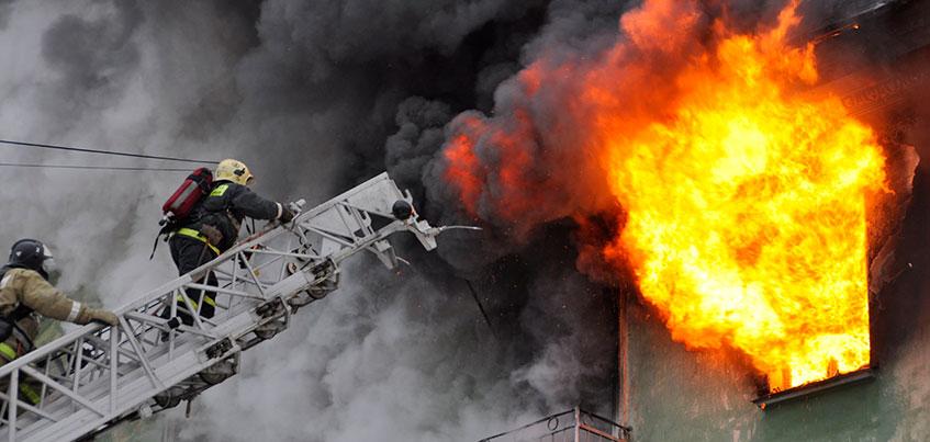 В Ижевске начали проверку по факту смерти человека при пожаре на ул. Коммунаров