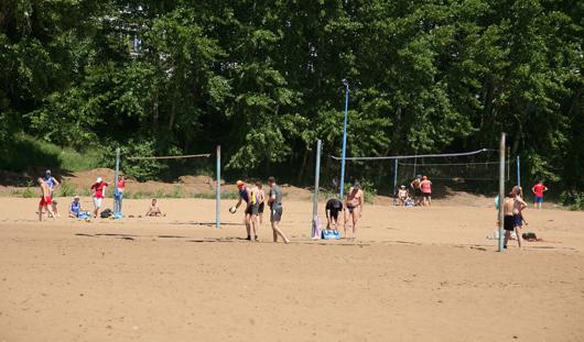 На ижевском пляже появятся новые оборудованные волейбольные площадки