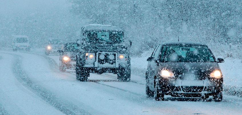 ГИБДД Удмуртии предупредили о снегопаде и снежных заносах