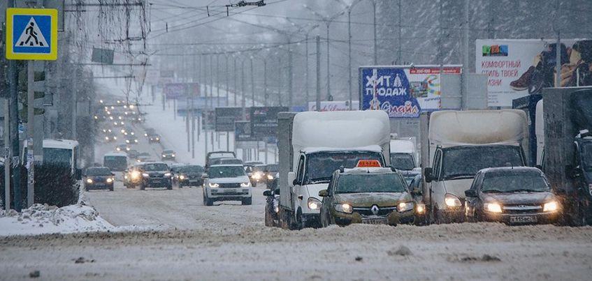 Перезимуем: в Ижевске из-за непогоды образовались 5-балльные пробки