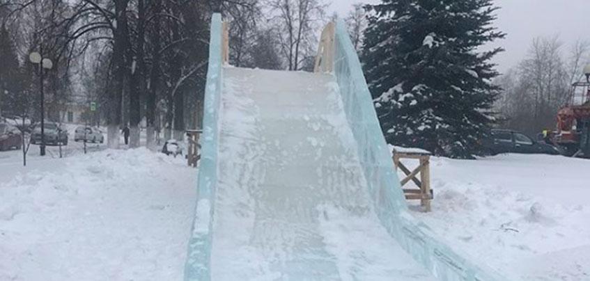 У здания Госсовета Удмуртии построили ледяную горку