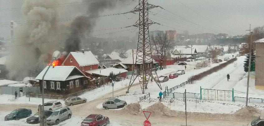 Частный дом сгорел по ул. Индустриальной в Ижевске
