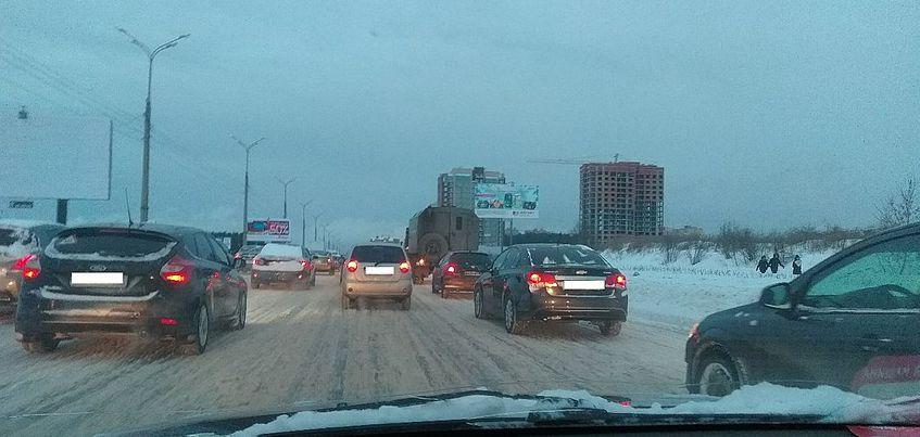 Перезимуем: из-за снегопада Ижевск утром встал в пробках