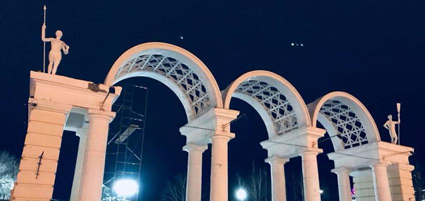 Фотофакт: в Ижевске обновили входную группу парка Кирова