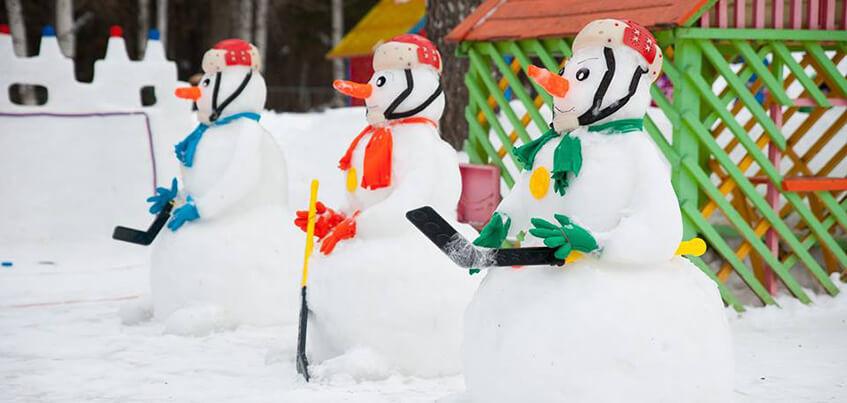 Лунтик и снеговики-хоккеисты: какие снежные фигуры появились во дворах Ижевска?