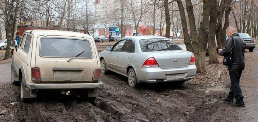 Администрация Ижевска планирует вернуть штрафы за парковку на газонах