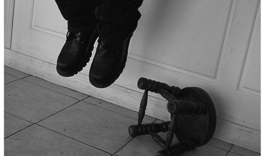Мужчина повесился на шнурке от спортивных брюк в отделении полиции Удмуртии