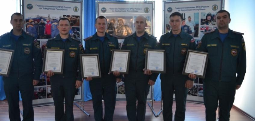 В Москве наградили сотрудников МЧС Удмуртии, которые работали при обрушении дома на Удмуртской