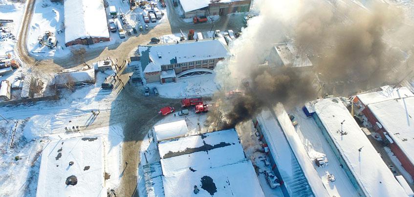 В Ижевске загорелся склад с лакокрасочной продукцией на улице Пойма