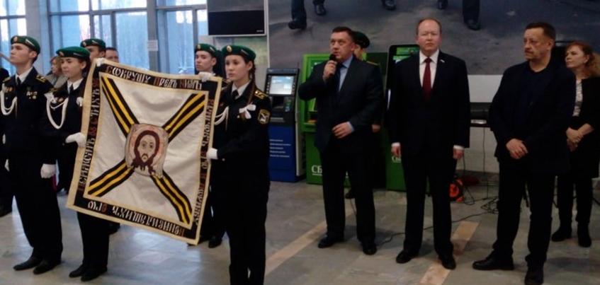 В Ижевск привезли точную копиюГеоргиевского знамени