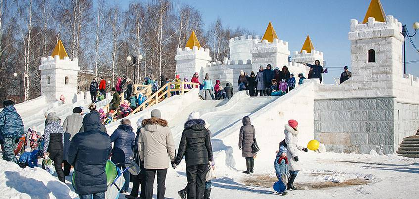 В «Сказбурге» в первые же дни после сноса забора сломали несколько снежных фигур