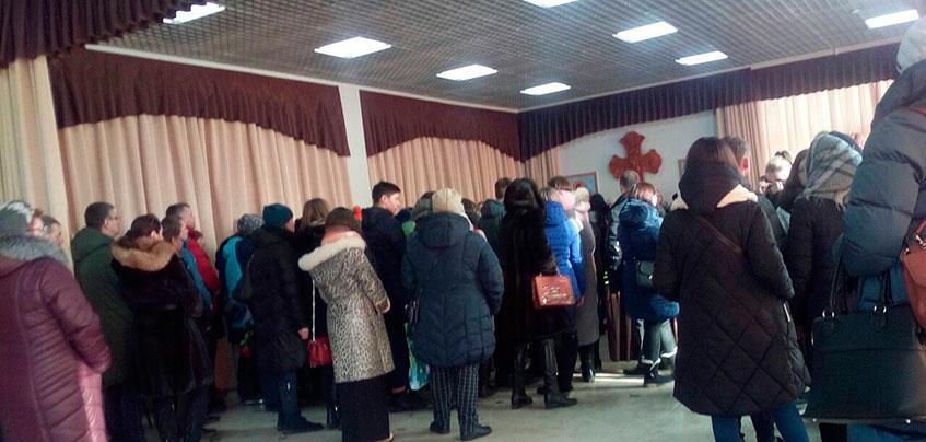 «Пусть им будет хорошо»: В Ижевске простились с погибшими девочками-подростками