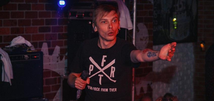 Ижевчанин сделал предложение на сцене во время концерта группы «Порнофильмы»
