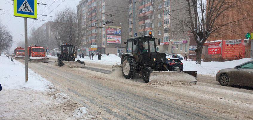 Глава Ижевска: на дорогах города работают 110 единиц техники