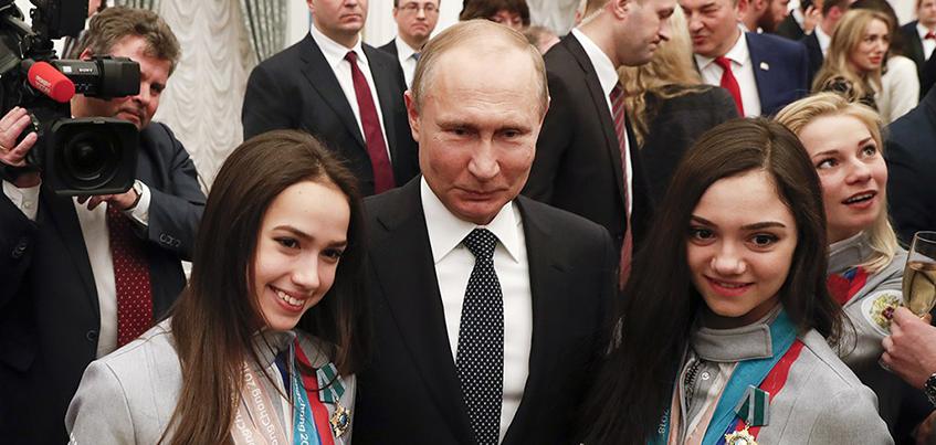 Владимир Путин наградил фигуристку из Ижевска Алину Загитову Орденом Дружбы