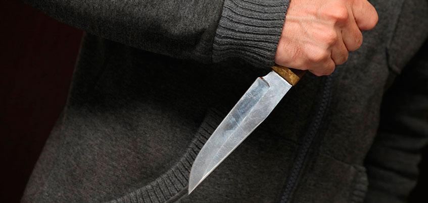 В Удмуртии мужчину обвиняют в том, что он ранил жену ножом и грозился убить своих детей